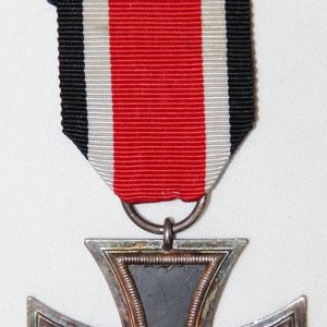Q012. NICE WWII 2ND CLASS IRON CROSS W/ RIBBON