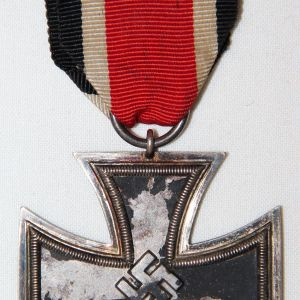 Q013. WWII GERMAN 2ND CLASS IRON CROSS W/ SHORT RIBBON