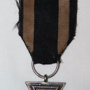 B005. WWI GERMAN 2ND CLASS IRON CROSS W/ RIBBON & HALLMARKED RING