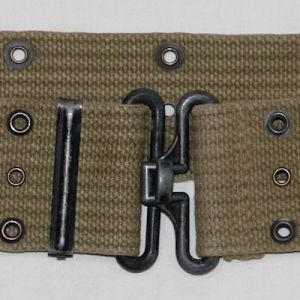 E006. WWII LIGHT OD WEB PISTOL BELT