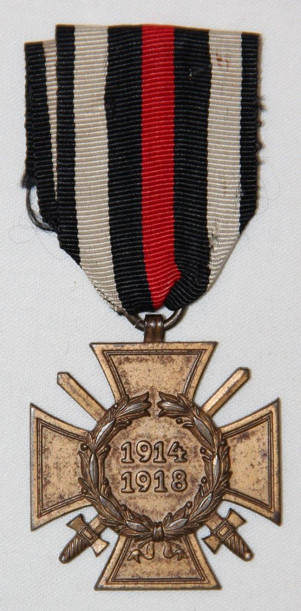 B020. WWI GERMAN 1914-18 COMBATANTS CROSS OF HONOR MEDAL