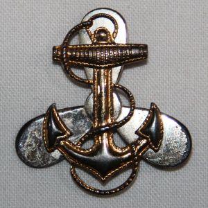 H074. WWII USN WAVES GARRISON CAP INSIGNIA