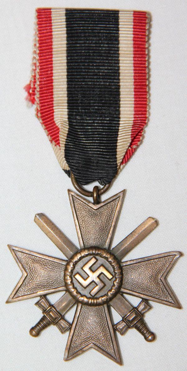 Q051. WWII GERMAN 2ND CLASS WAR MERIT CROSS WITH SWORDS