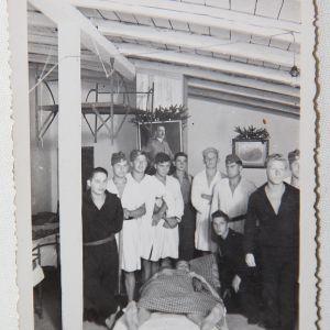 R084. WWII GERMAN PHOTO INSIDE A RAD BARRACKS