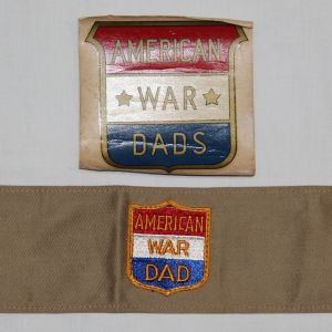 I  WWII U S  HOME FRONT & SWEEETHEART, PINS, PILLOW CASES