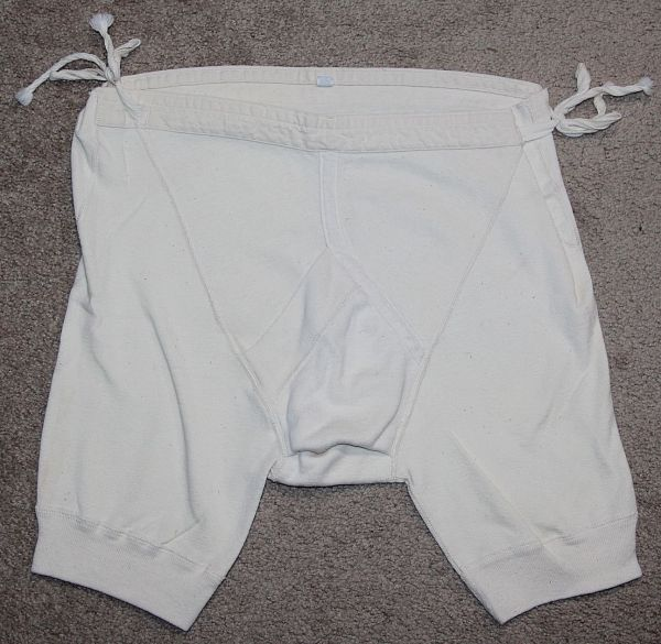 D009. PRE WWII WHITE UNDERWEAR, SIZE 34 W/ SIDE SIZE ADJUSTMENT STRINGS