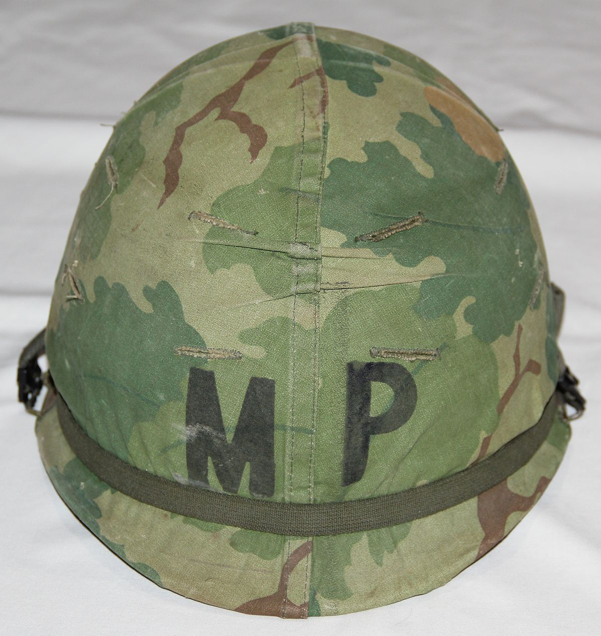 T016. LATE VIETNAM MILITARY POLICE M1 HELMET WITH COMPLETE