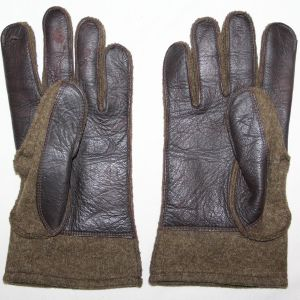 D013. WWII LEATHER PALMED WOOL COMBAT FIELD GLOVES