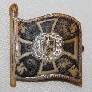 P035. WWII GERMAN MINIATURE PIONEER STANDARD, PIN BACK TINNIE