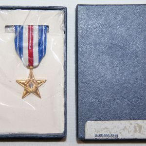 T022. VIETNAM 1970 DATED MINIATURE SILVER STAR MEDAL IN THE ORIGINAL BOX