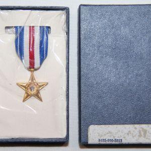 T022. VIETNAM 1970 DATED MINIATURE SILVER STAR MEDAL IN THE ORIGINAL BOX