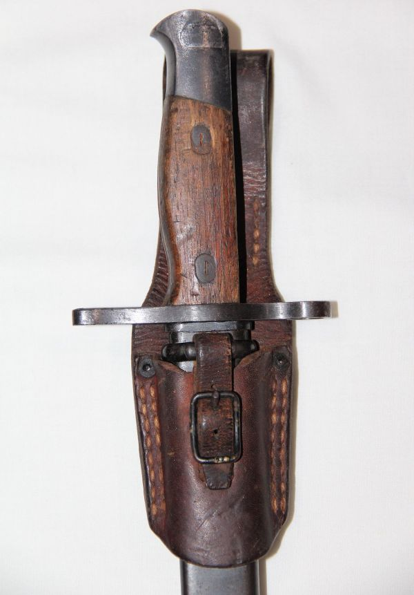 N010. WWII JAPANESE TYPE 30 ARISAKA BAYONET WITH SCABBARD AND LEATHER FROG