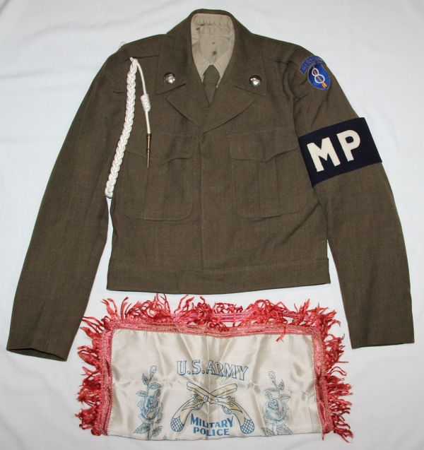 S030. COLD WAR ERA 8TH DIVISION MILITARY POLICE IKE JACKET GROUPING WITH BULLION TAB