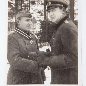 R025. WWII GERMAN KNIGHTS CROSS WINNER OBERST TROMM POSTCARD, GREIF DIVISION