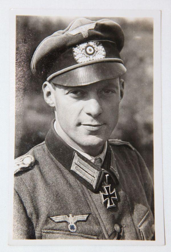 R026. WWII GERMAN KNIGHTS CROSS WINNER MAJOR FELLMANN POSTCARD GREIF DIVISION