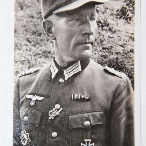 R028. WWII GERMAN GERMAN CROSS WINNER OBERST FEURING POSTCARD, GREIF DIVISION