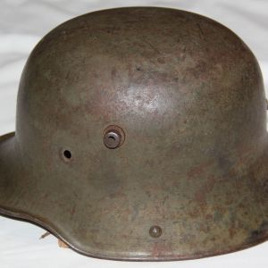 B082. WWI GERMAN M16 COMBAT HELMET