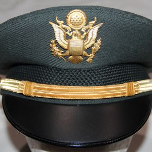 U011. NICE POST VIETNAM U.S. ARMY OFFICER VISOR CAP WITH INSIGNIA