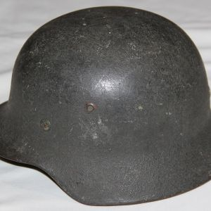 L018. WWII GERMAN ARMY M35 HELMET WITH HEAVY TEXTURE PAINT