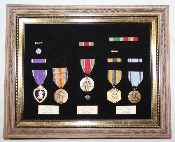 B126. 3 GENERATION FAMILY MEDAL GROUPING WWI WWII VIETNAM
