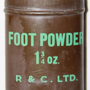 E134. WWII BRITISH ISSUE FOOT 1 3/4 OUNCE POWDER TIN