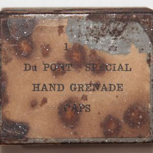 A029. RARE CIVIL WAR DU PONT SPECIAL HAND GRENADE CAPS BOX WITH 23 CAPS