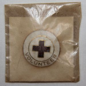 I039. NEW IN PACKAGE WWII AMERICAN RED CROSS VOLUNTEER PIN