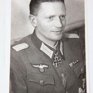 R053. WWII GERMAN KNIGHTS CROSS WINNER OBERSTLIEUTENANT SCHMIDT POSTCARD