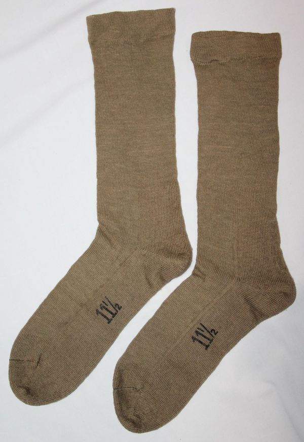D057. NICE WWII SIZE 11 1/2 CUSHION SOLE COMBAT FIELD SOCKS