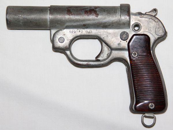 M042. WWII GERMAN M42 SHORT BARREL 27MM FLARE PISTOL
