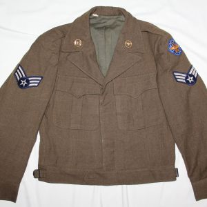 S073. KOREAN WAR USAF IKE JACKET WITH EARLY COLLAR INSIGNIA