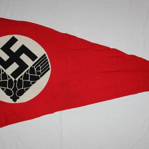 M045. NICE WWII GERMAN RADwJ PENNANT FLAG