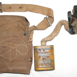 B186. WWI GAS MASK WITH FIRST PATTERN BRITISH STYLE BAG
