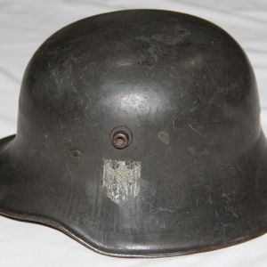 L052. WWII GERMAN SINGLE DECAL ARMY TRANSITIONAL M18 HELMET