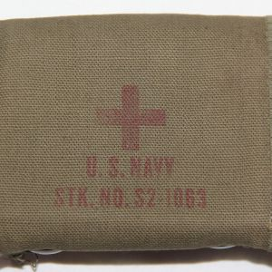 E265. WWII US NAVY AVIATORS FIRST AID KIT