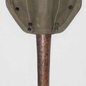 S104. KOREAN WAR 1952 ENTRENCHING TOOL SHOVEL AND 1953 COVER