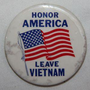 "T235. VIETNAM ANTI WAR ""HONOR AMERICA LEAVE VIETNAM"" PINBACK BUTTON"