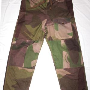 D092. WWII 1944 DATED BRITISH WINDPROOF CAMOUFLAGE TROUSERS
