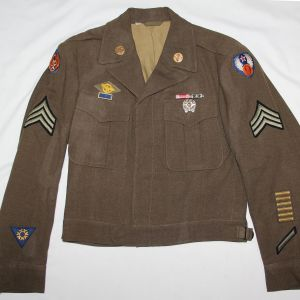 D099. WWII 8TH AND 9TH AAF EM IKE JACKET UNIFORM