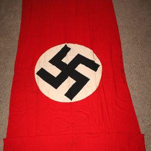 M092. LARGE WWII GERMAN NSDAP BANNER FLAG