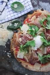 Pizza prosciutto en mascarpone