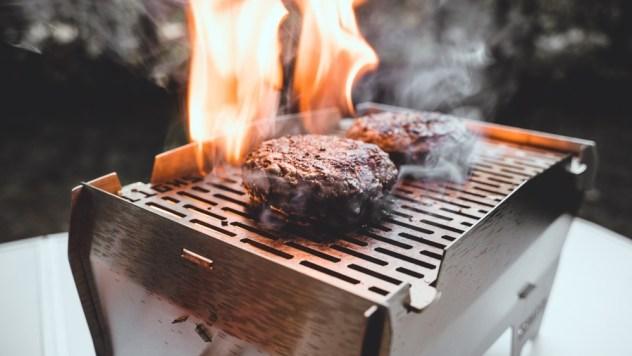 Ein paar leckere Burger durften den Grill einweihen…