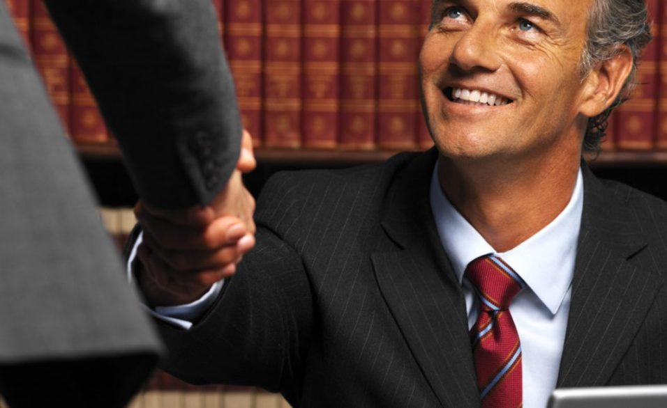 Help Yourself By Hiring A Criminal Defense Lawye