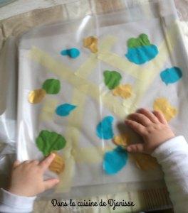 Peinture propre avec bébé de 12 mois