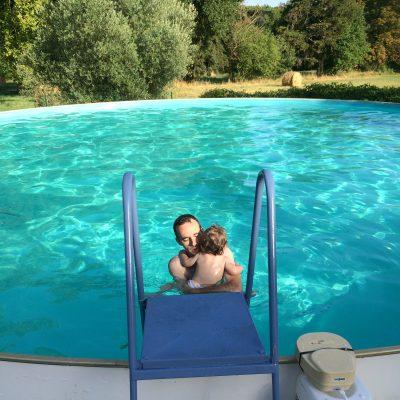 Découverte de la piscine où Maman a appris à nager