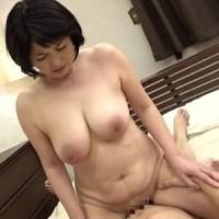 金杉里織58歳 垂れ爆乳デカ乳輪セルライト腹『近親相姦 五十路のお母さんに膣中出し』