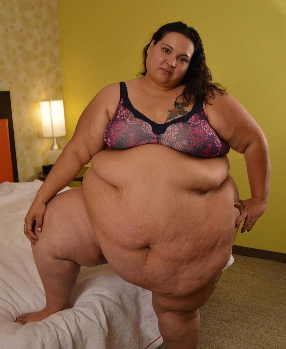 Hanging belly bbw gets her cunt eaten