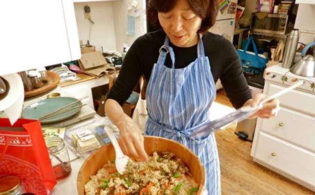 Image result for जापान में खाना खाने और बनाने का तरीका