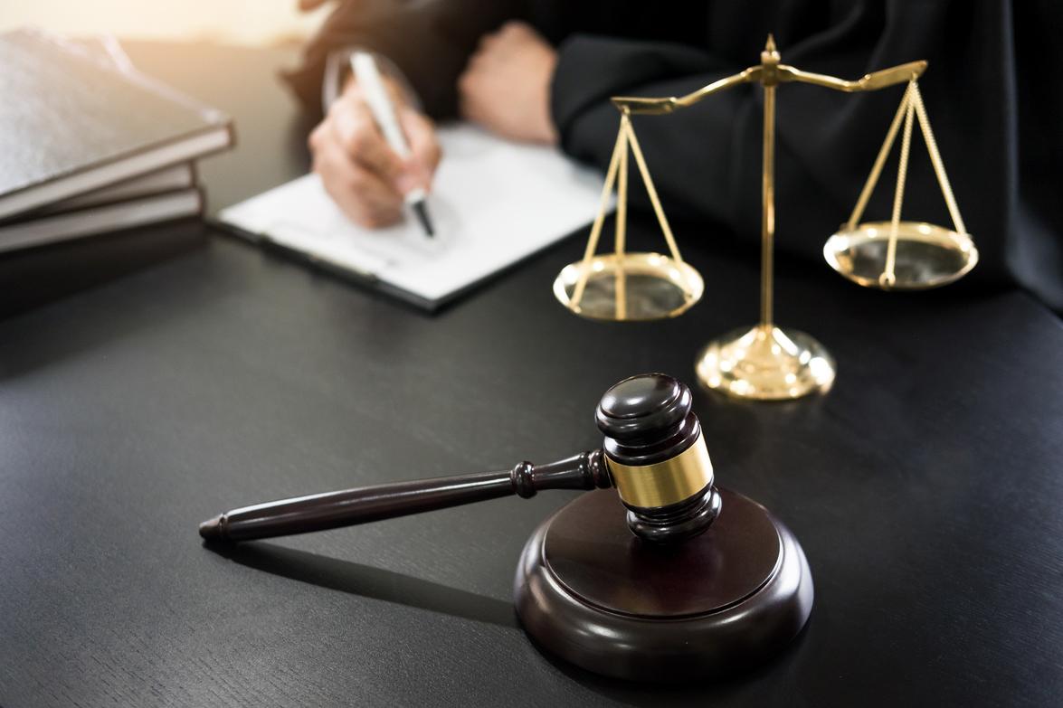 Applying to adjourn a trial