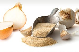 Dehydrated garlic and onion powder and granules